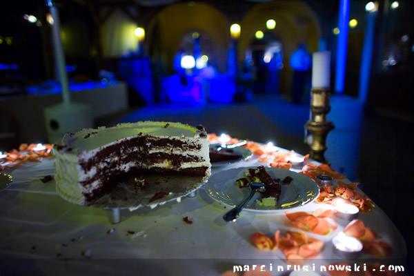tort zdjedzą goście 5czwartych Marcin Rusinowski wedding photojournalism