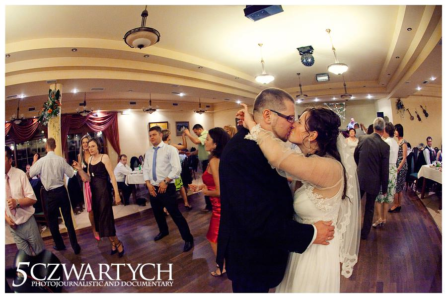 reportaż ślubny fotografia sesja ślubna Marcin Rusinowski 5czwartych wedding photojournalism Europe Warsaw Warszawa Łódź Kraków