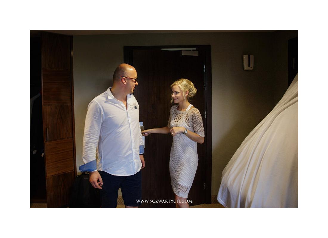 przyjęcie ślubne, zdjęcia ślubne, fotograf ślubny, fotografia ślubna, wesele, hotel Yacht Club, Jachranka, Warszawianka, 5czwartych, reportaż ślubny, ceremonia w plenerze, ślub w Yachtclubie