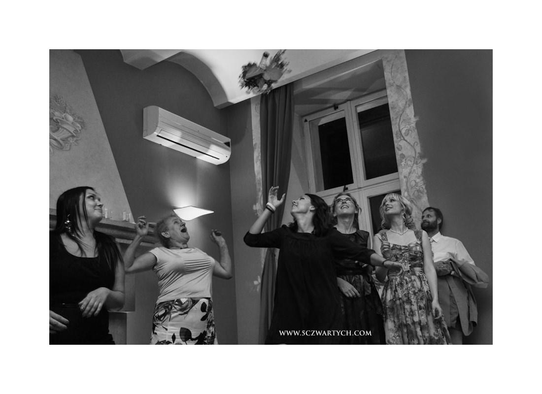 fotografia ślubna Villa Foksal Warszawa zdjęcia ślubne reportaż ślubny 5czwartych